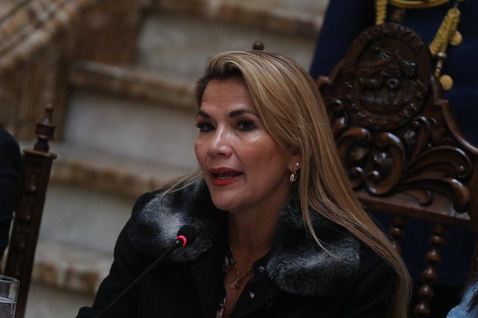 Bolivia - Jeanine Áñez - La presidenta interina de Bolivia dio positivo el mes pasado.