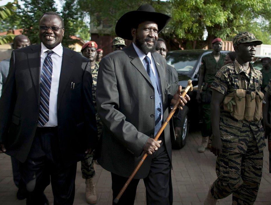 Sudan del Sur - Riek Machar: El vicepresidente (primero de izquierda a derecha) fue uno de varios miembros del gobierno que contrajeron la enfermedad.