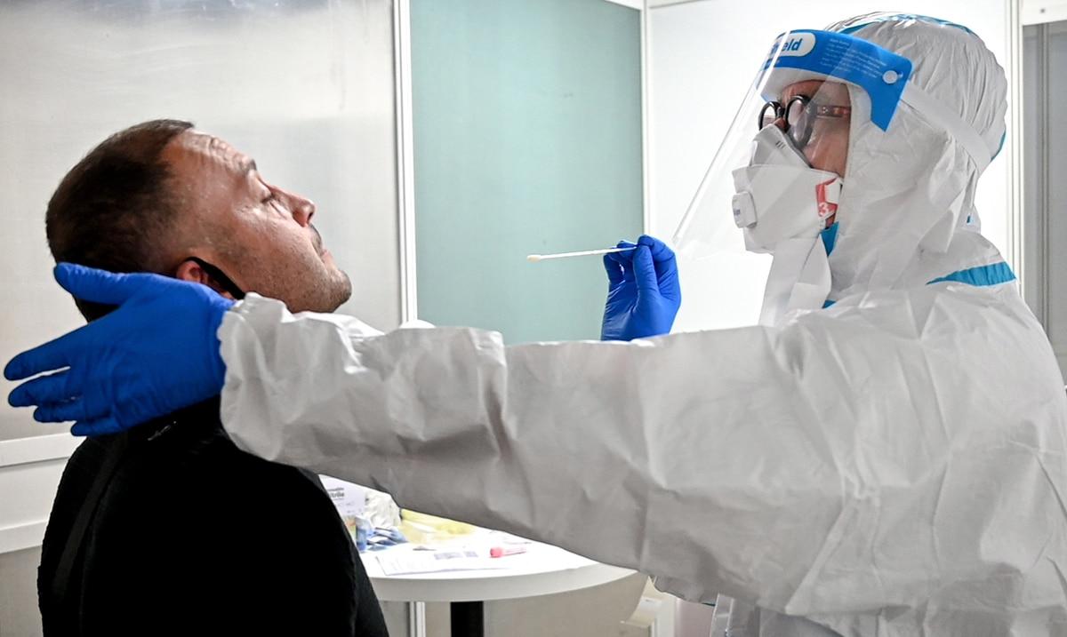 La Organizacion Mundial de la Salud reporta cifra record de casos nuevos de COVID-19