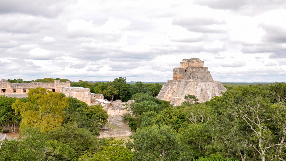 "Mexico expulsa a 'influencers' de zona arqueologica maya por conducta ""inmadura"""