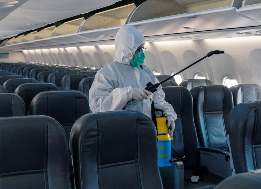 El Gobierno presento un nuevo dispositivo para desinfectar los aviones de Aerolineas Argentinas