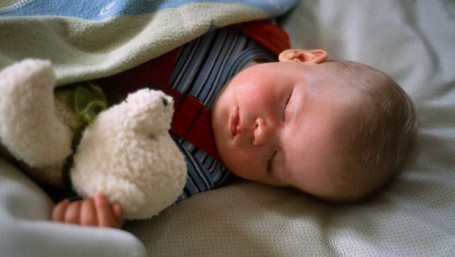 Que los niños duerman con luz de apoyo no es inocuo, ¿como enseñarles a dormir sin ella?