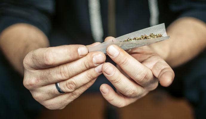 Consumir cannabis aumenta el dolor tras una cirugia