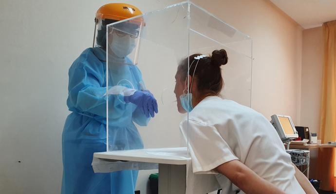 """Cientificos advierten de que buscar la inmunidad de grupo es una """"falacia peligrosa"""""""