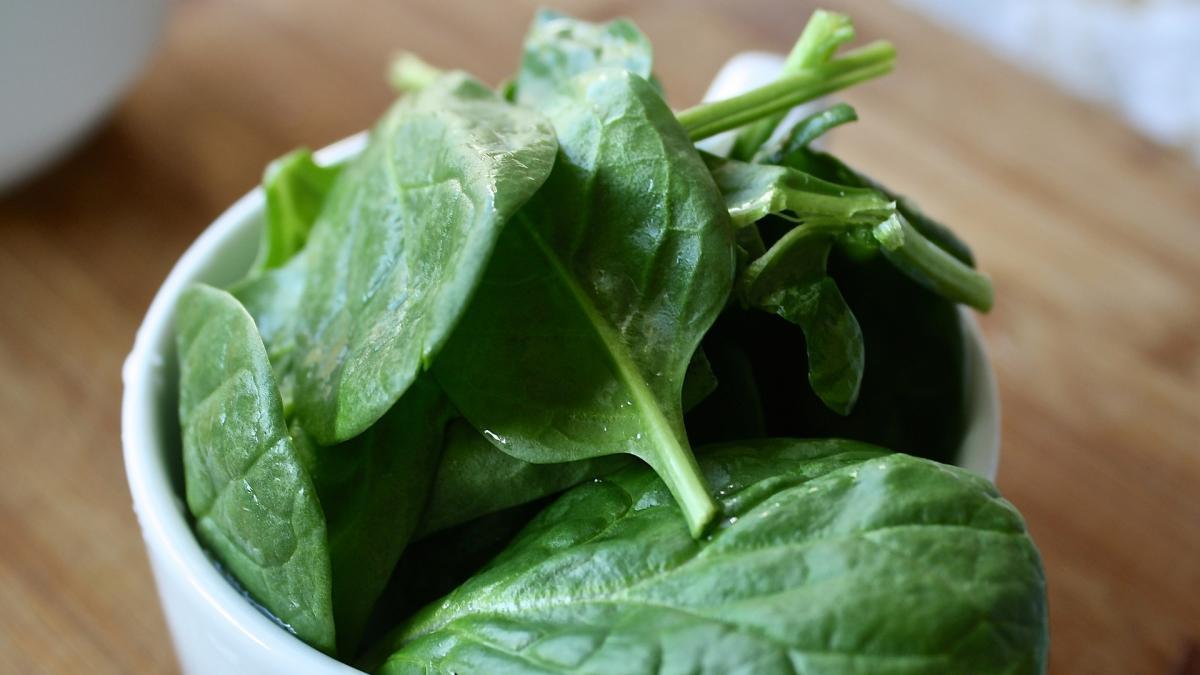 Cuidado con los nitratos en niños: AESAN actualiza las cantidades recomendadas de consumo de hortalizas de hoja