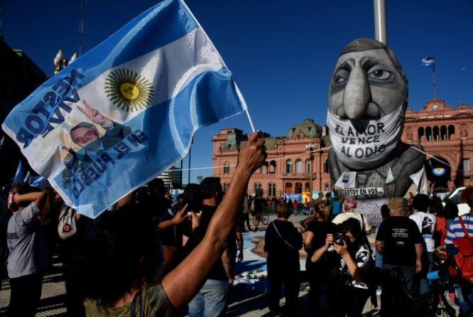 Caravana en distintos puntos del pais a 10 años de la muerte de Nestor Kirchner