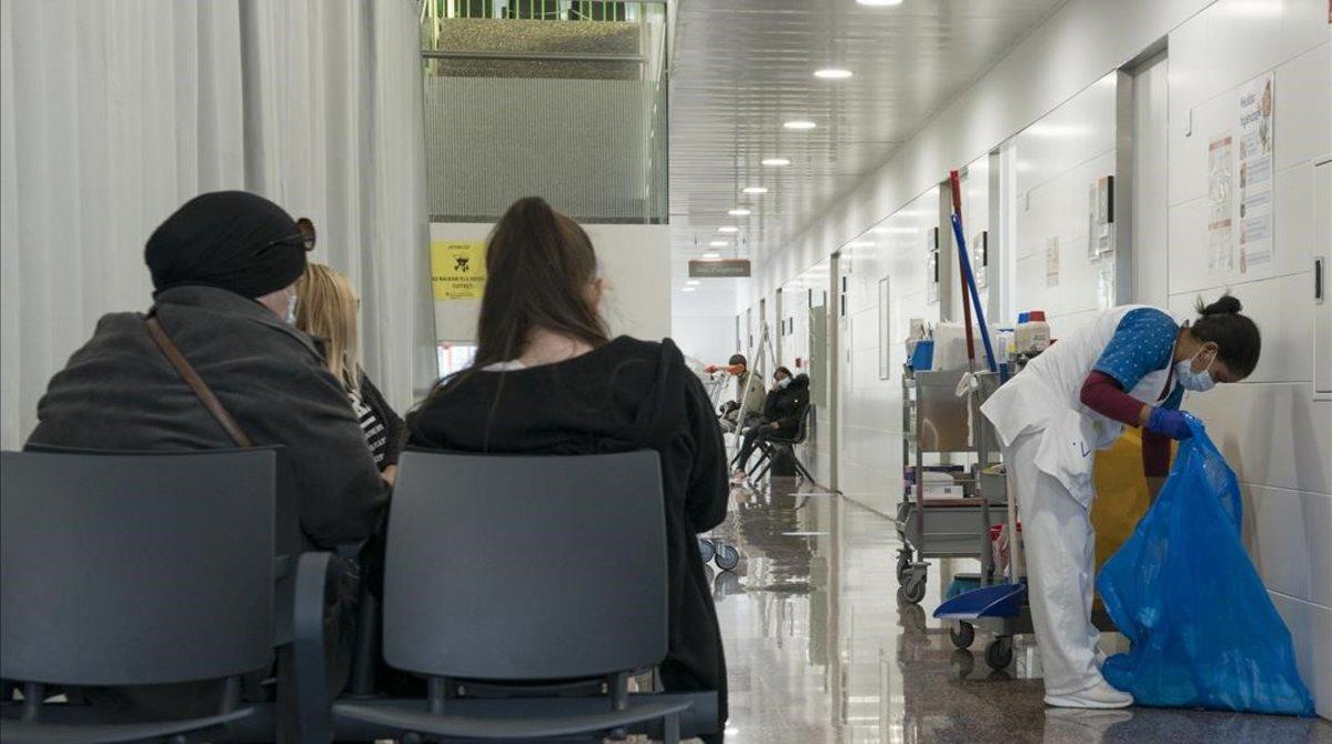 La avalancha de nuevos contagios pone a los centros de salud contra las cuerdas