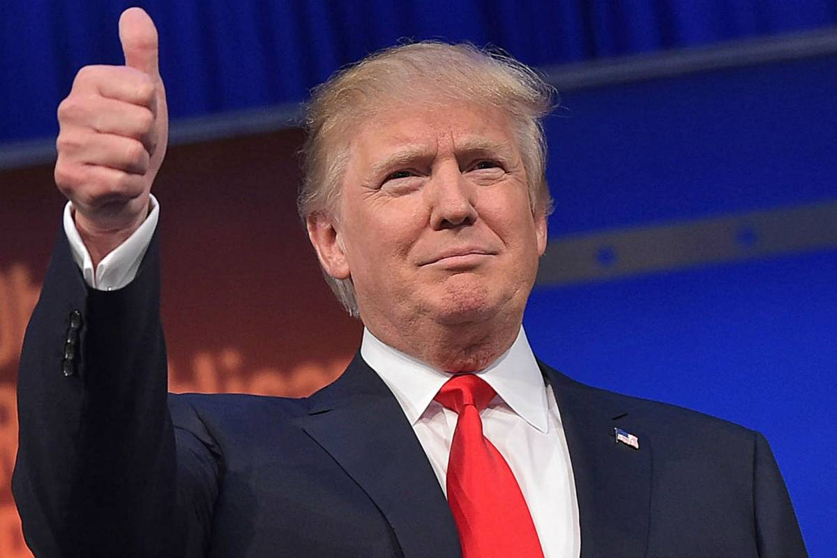 """""""Ha estado de pie y paseando"""": medico revela estado de Trump y afirma que podria ser dado de alta el lunes"""