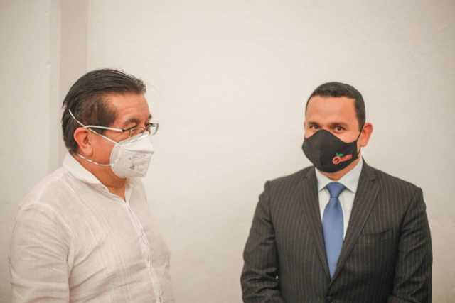 Ministro de Salud, Fernando Ruiz, pasa revista en Caldas