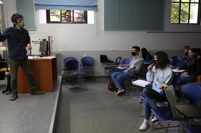 Argimon avala mantener las clases pese al avance de la pandemia