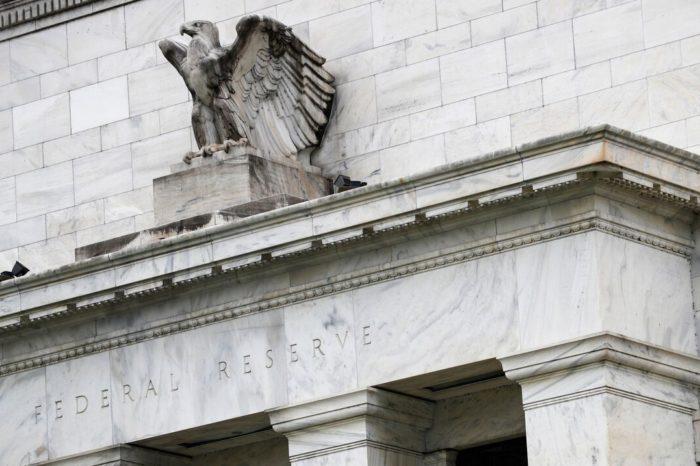 La Reserva Federal mantiene tasa principal cerca de cero