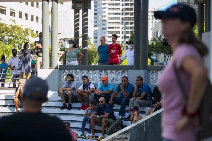 Ciudadanos se reunen en Condado y cuestionan la emergencia del COVID-19