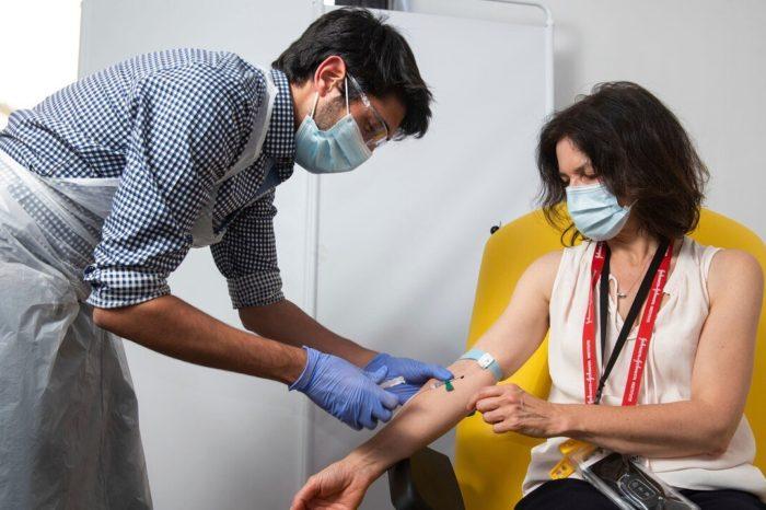 Inglaterra asegura 2 millones de vacunas adicionales contra el COVID-19