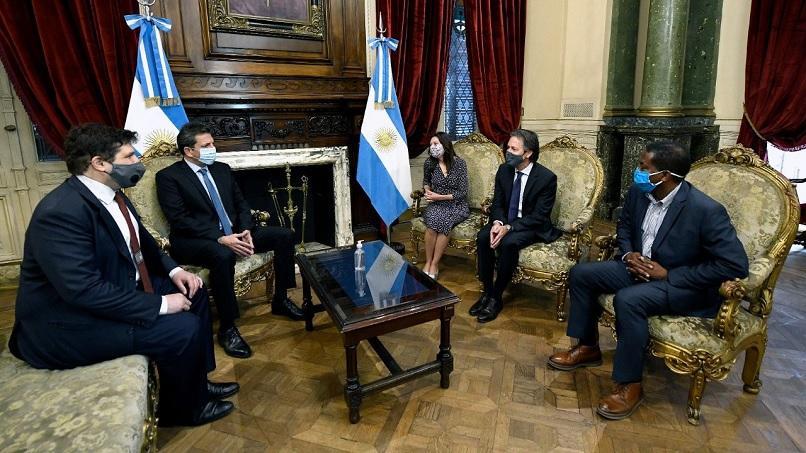 Un miembro del FMI que se reunio con Martin Guzman y Sergio Massa dio positivo de Covid-19