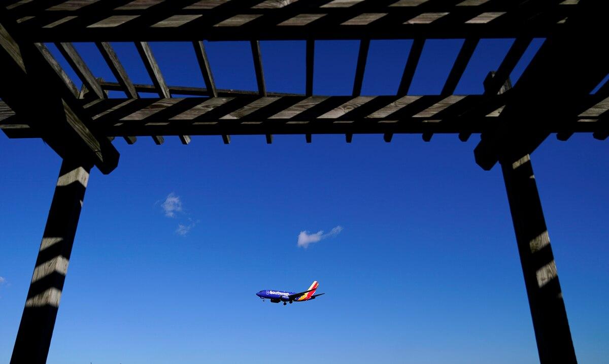 Panorama de las aerolineas empeora ante el repunte de COVID-19