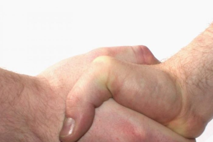 Lo que dice de tu salud como das un apreton de manos