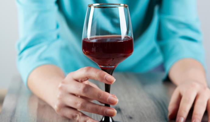 """No, no hay una bebida alcoholica """"mejor"""" para la salud"""