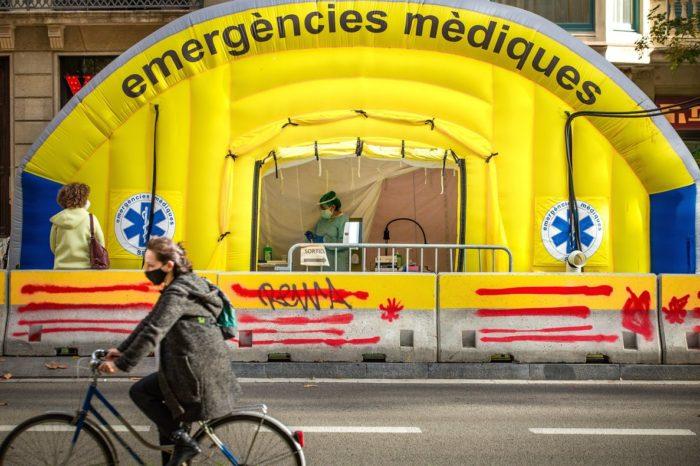 El riesgo de contagio sigue bajando en Catalunya, que suma otros 44 muertos