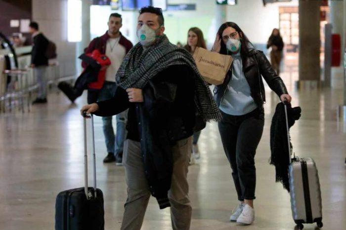 Los aeropuertos españoles, preparados para exigir PCR y hacer test de antigenos