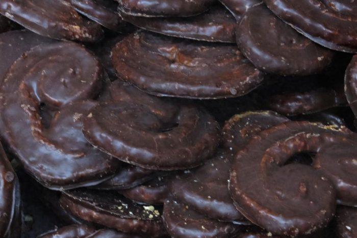 El nutricionista Julio Basulto denuncia la venta de esta palmera de chocolate de 2.300 calorias