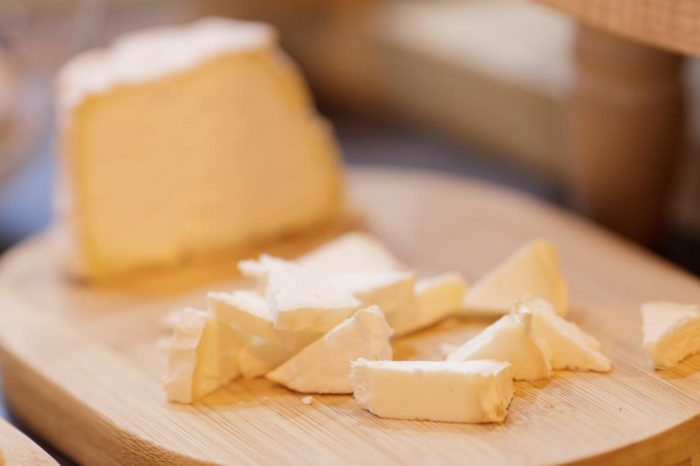Alerta alimentaria en los quesos del Lidl: retiran un queso brie francés por la presencia de la bacteria 'Escherichia coli'