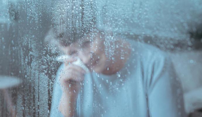 """La Covid-19 extiende una """"lluvia fina"""" de tristeza, cansancio y decepcion"""