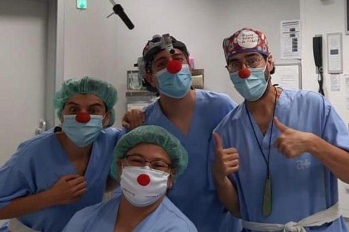 Los payasos de hospital piden llevar la terapia de la risa a las salas covid