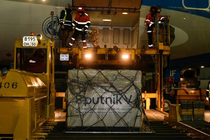 El jueves al mediodia llega al pais el avion que trae 300 mil dosis de la Sputnik V