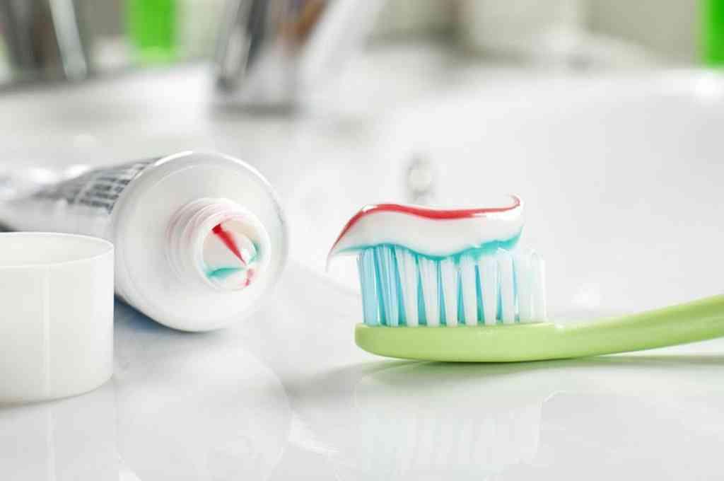 Estudio demuestra que la crema dental y el enjuague bucal neutralizan el COVID-19