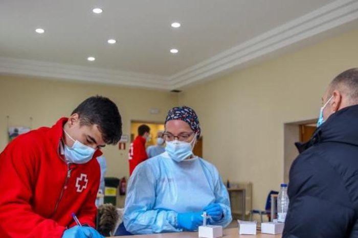 La pandemia retrocede en España hasta los 8.257 casos diarios