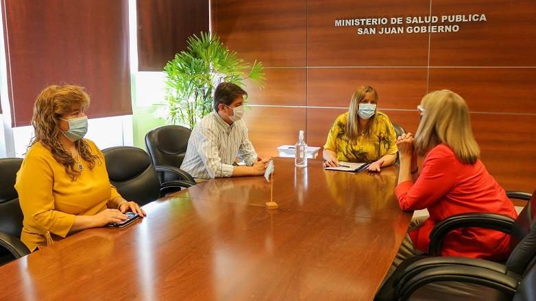Salud y la UCCuyo firmaron un convenio para promover un programa de voluntarios