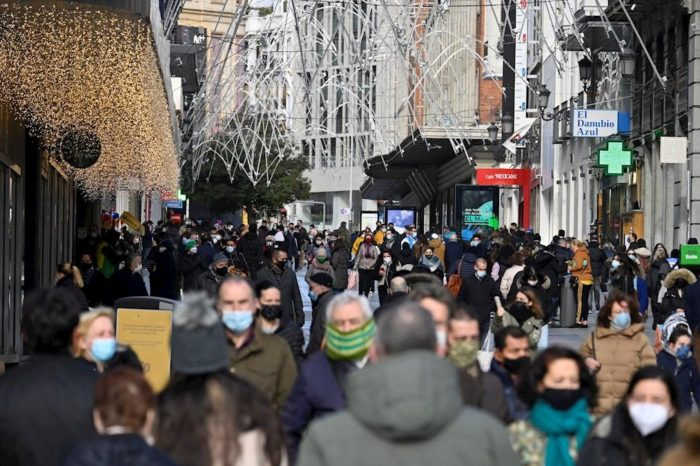 """La alerta de un experto español antes de Navidad: """"Estamos ya en la tercera ola"""""""