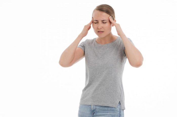 Me duele la cabeza al agacharme: ¿cuales pueden ser las causas?