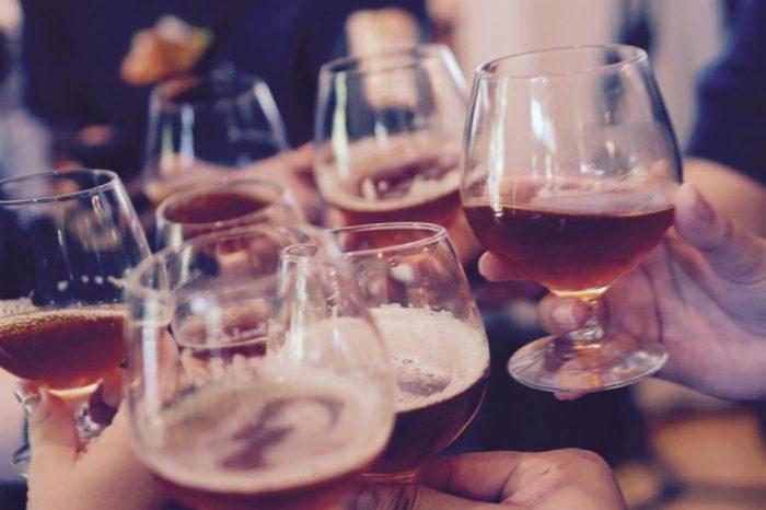 El exceso de alcohol durante las fiestas afecta a tu salud, pero tambien a tu dieta