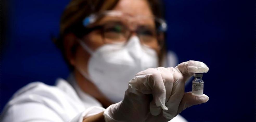 El Gobierno confia en comenzar a vacunar antes de final de mes