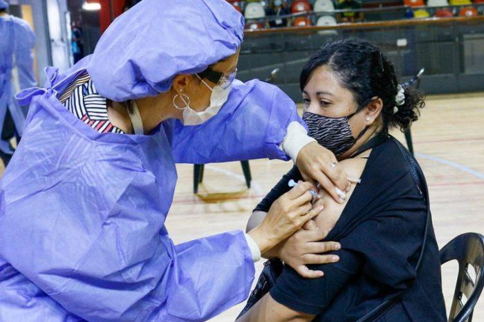Campaña de vacunacion: ya colocaron el 80% de las primeras dosis al personal de salud