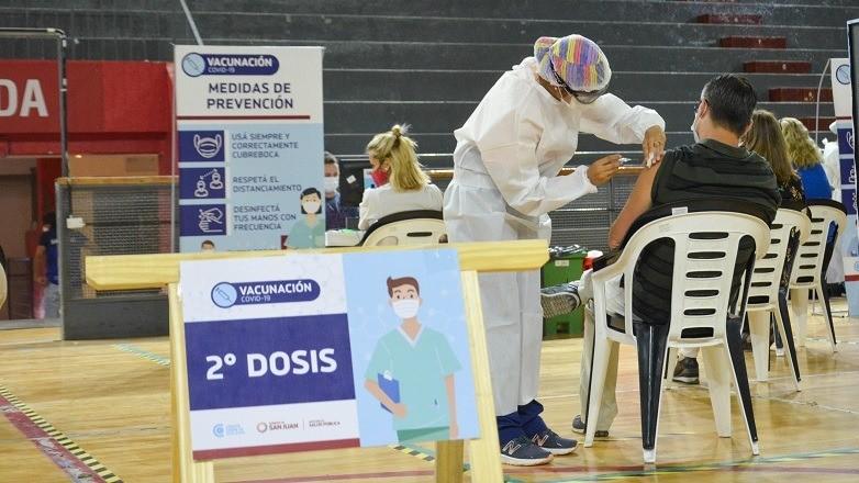 Comenzo la segunda etapa de vacunacion en el Estadio Aldo Cantoni