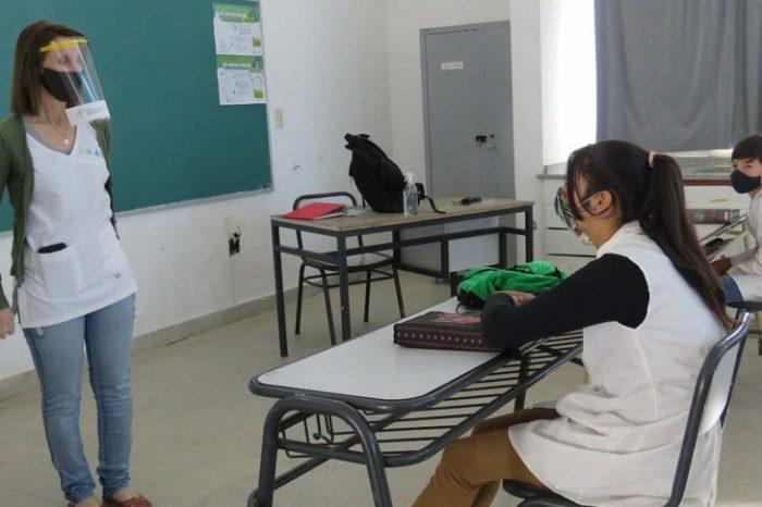 Proponen organizar distintos horarios de ingreso y salida de las escuelas para asegurar el distanciamiento