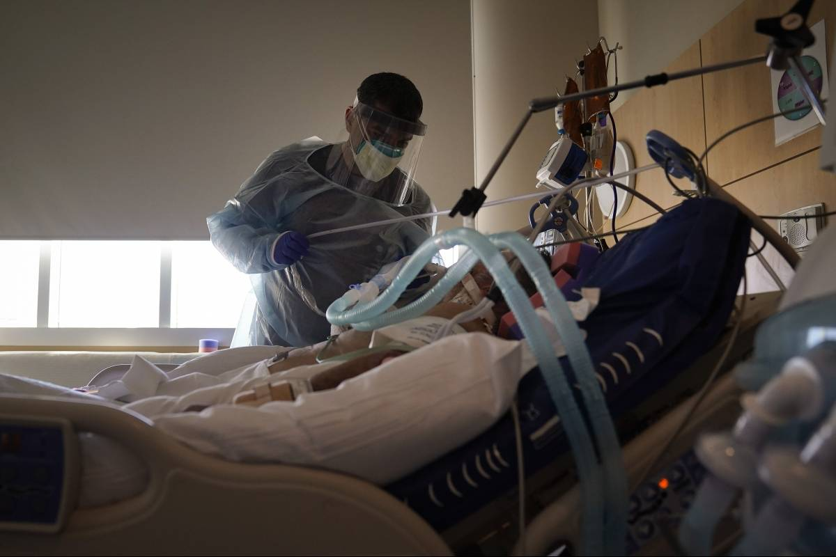 California vive escasez de personal medico ante la pandemia