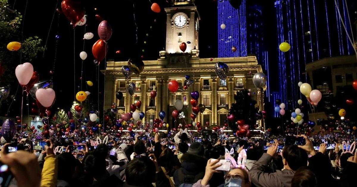 China: una multitud recibio al Año Nuevo en Wuhan, la cuna del coronavirus