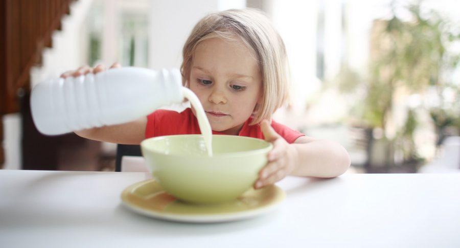 ¿Que es lactosuero y por que alertan sobre su mezcla en la leche en Colombia?