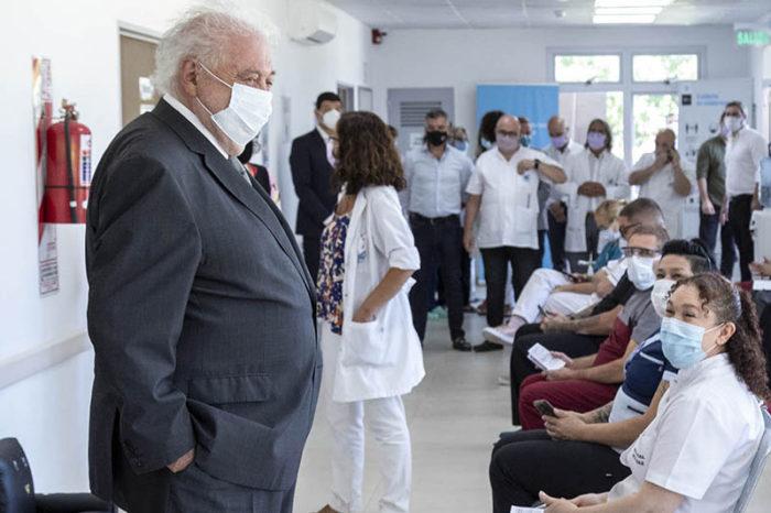 Gines dijo que en cuestion de horas la vacuna se podra aplicar a mayores de 60 años