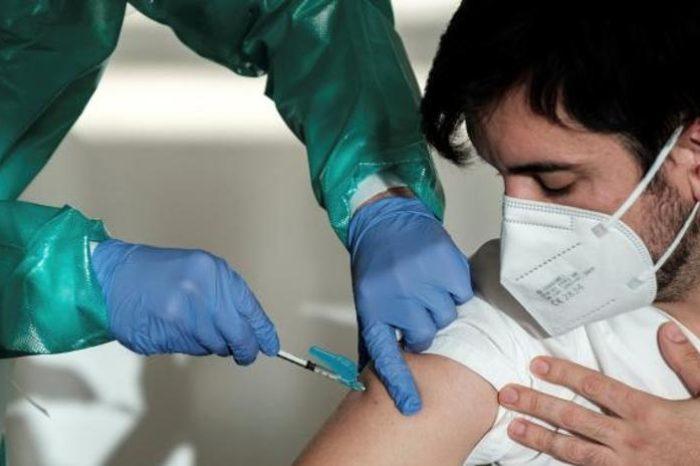 Sanidad descarta retrasar la segunda dosis para aumentar el numero de vacunados