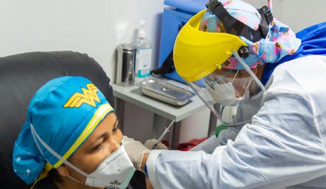 En Colombia ya han sido vacunados 7.854 trabajadores de la salud