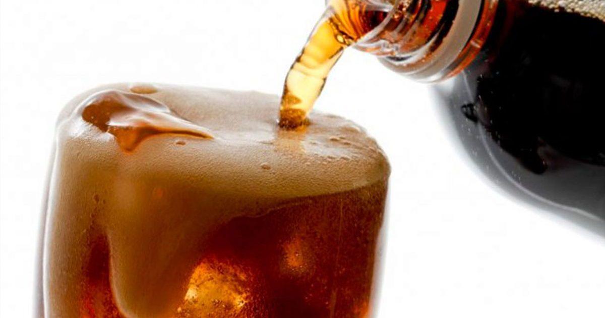 """""""A los 14 años pesaba 250 kilos"""": joven al que las bebidas azucaradas casi le cuestan la vida"""