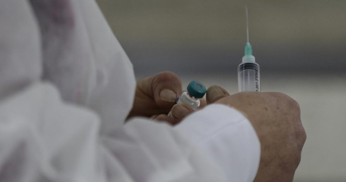 ¿Puedo vacunarme contra el COVID si tengo cancer, EPOC o enfermedades del corazon?