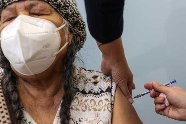 Dos enfermeras españolas logran sacar una septima dosis de vacuna de Pfizer