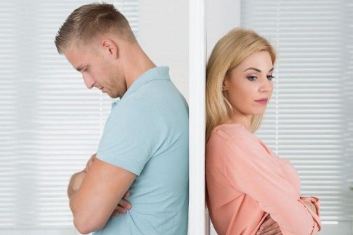 Las parejas cambian su manera de expresarse meses antes de separarse, revela un estudio