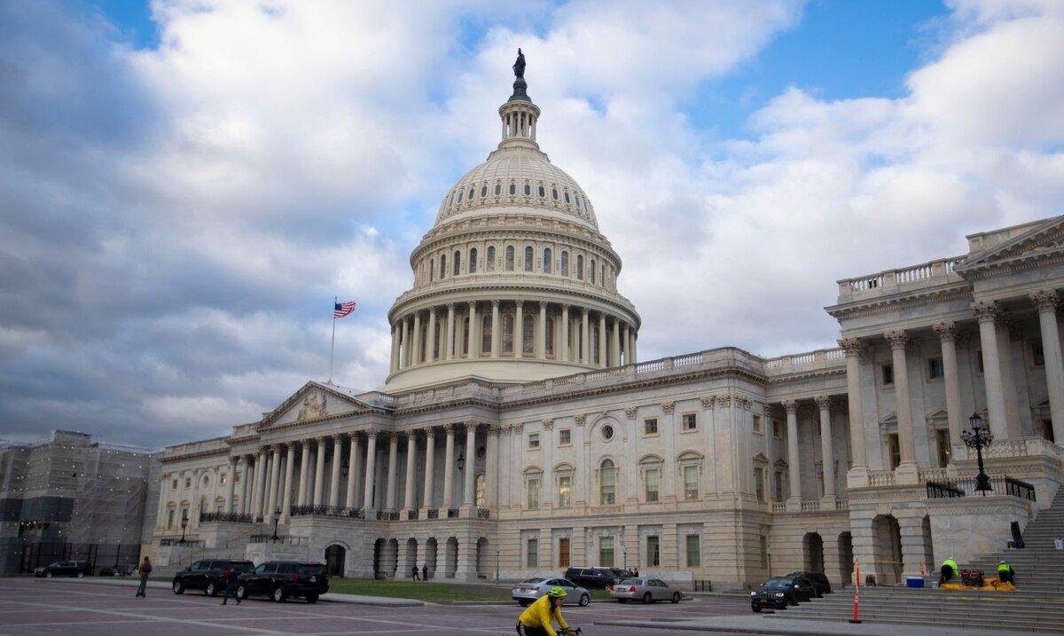Comision de Presupuesto refirio al pleno de la Camara de Representantes el plan de rescate de Joe Biden