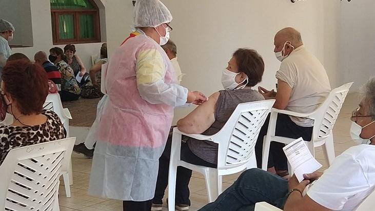 Puerto Rico: con turnos, se desarrollo la primera jornada de vacunacion a mayores de 65 años
